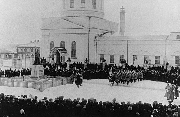 03 Памятник царю Александру II у Введенского (ныне - Троицкого) храма